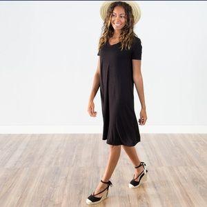 Lightweight black summery v-neck pleat back dress